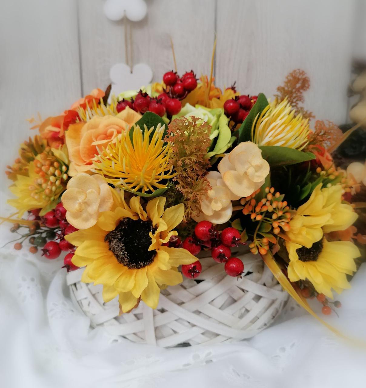 Композиция из искусственных цветов Волинські візерунки в кашпо из бересты