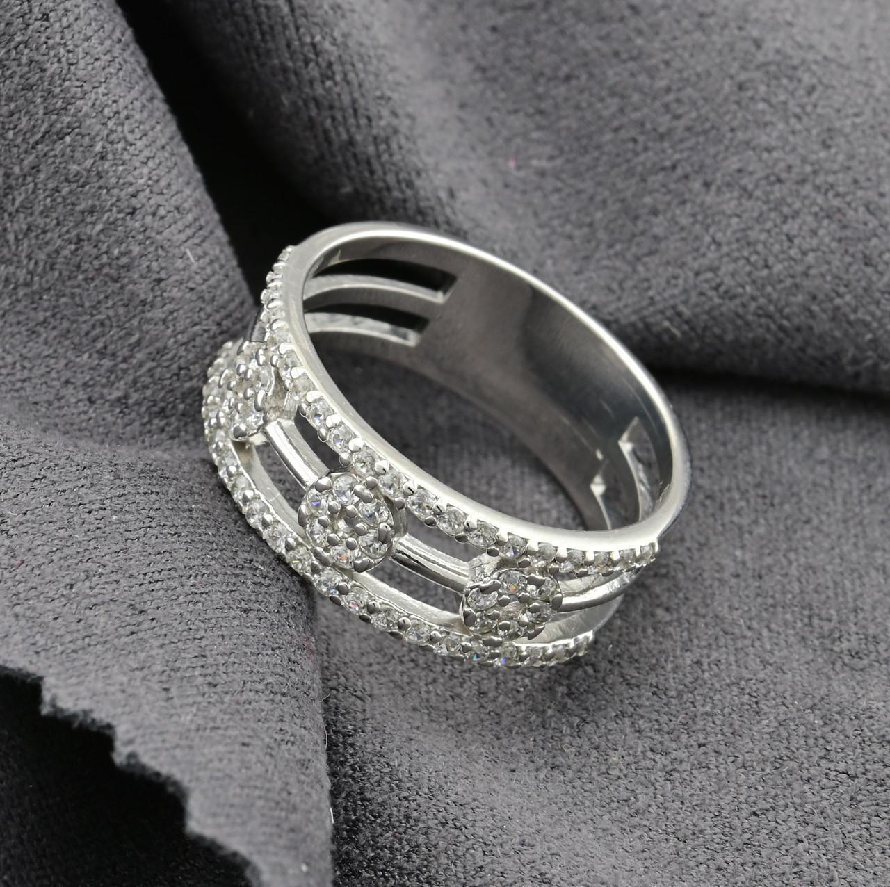 Серебряное кольцо Ш734 вставка белые фианиты вес 2.7 г размер 19