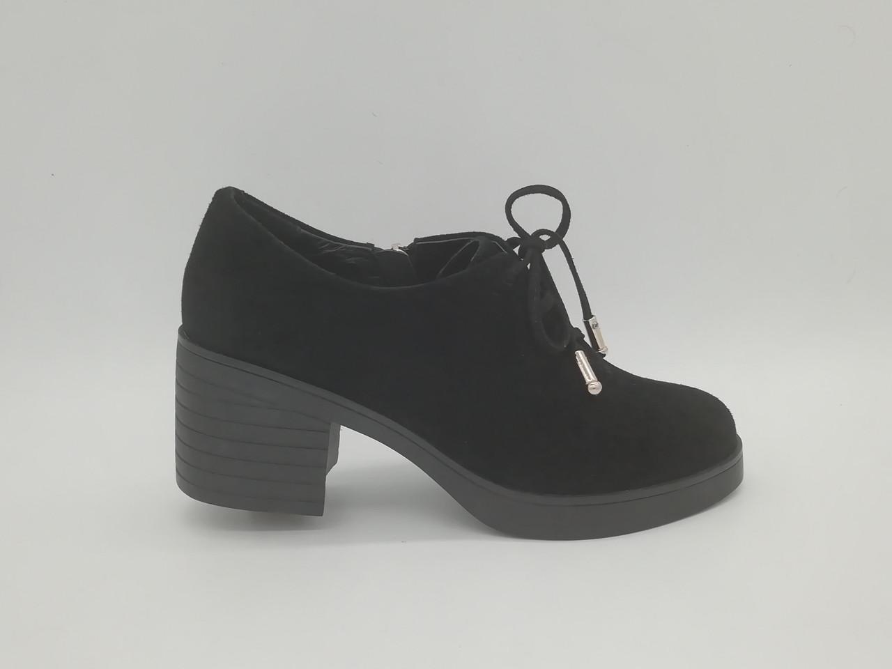 Туфлі замшеві зі шнурками на товстій підошві. Маленькі розміри ( 33 - 35 ).