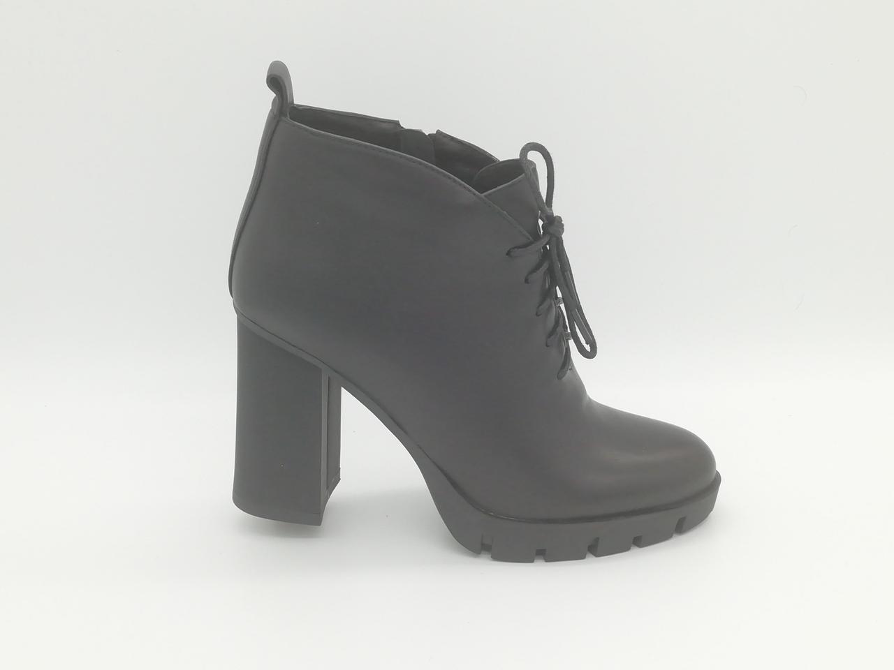 Шкіряні чорні черевички на підборах. Ботильйони. Маленькі розміри ( 33 - 35 ).