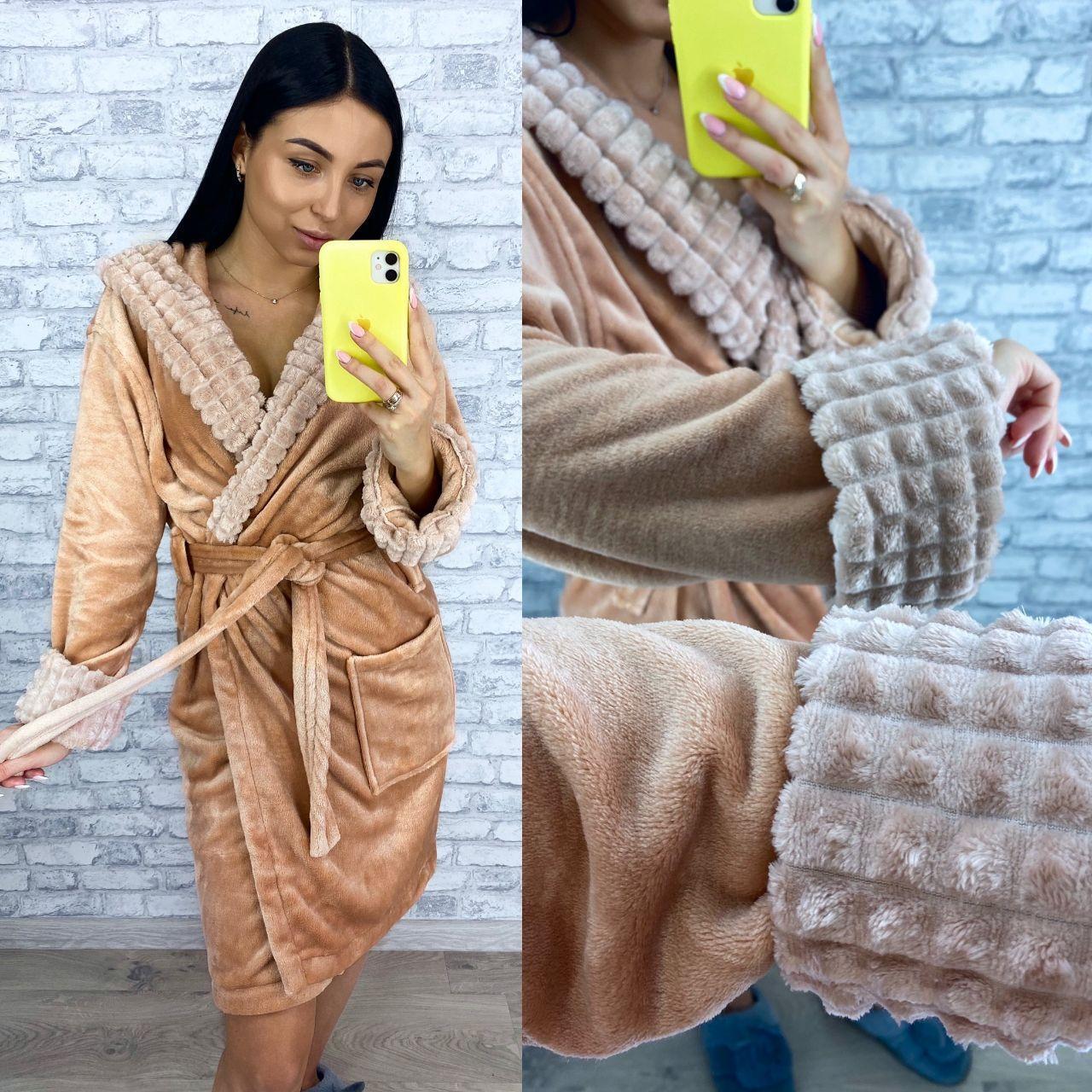 Стильный женский короткий махровый халат с капюшоном нюдового цвета