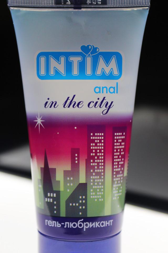 ель-любрикант с антибактериальным эффектом«Intim anal»упакован в пластиковый тюбик и плотно запечатан. Распечатайте тюбик по линии отрыва, откройте тюбик и нанесите смазку тонким слоем на анальный вход непосредственно перед интимной близостью