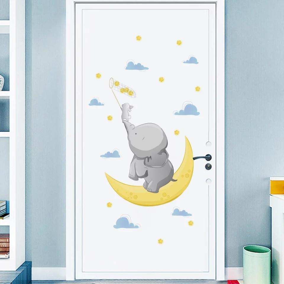 """Виниловые наклейки на стену, шкаф в детскую """"слоник с зайкой на луне ловят звезды"""" 85см*45см (лист 40*60см)"""
