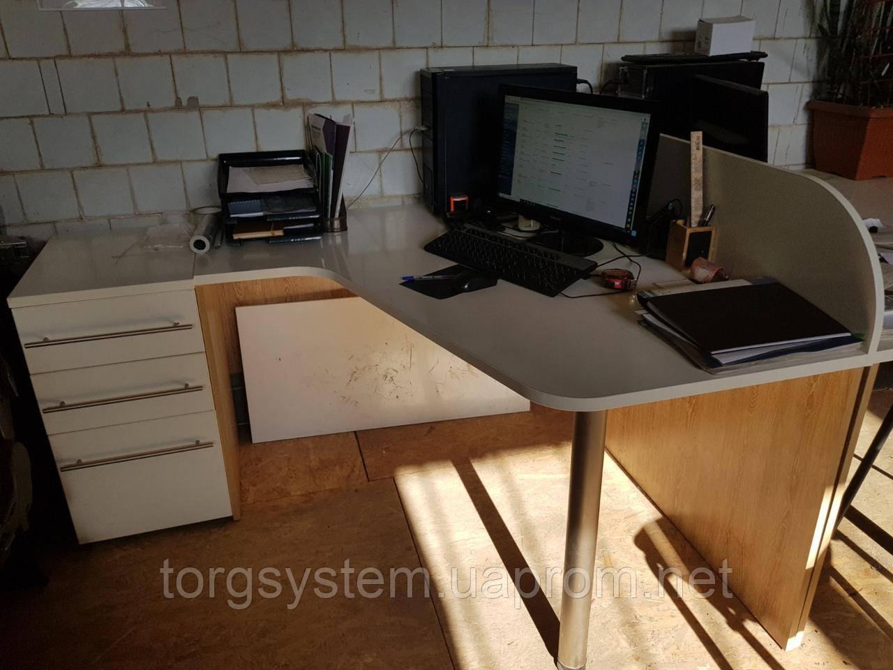 Стіл офісний кутовий 1350х1200, б/у