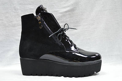 Черные ботиночки на толстой подошве со шнурками и молнией