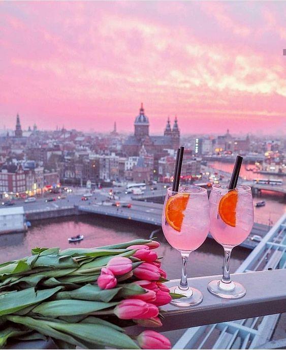 Вид на розовый закат