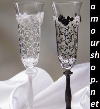 бокалы и свечи украшены для свадьбы