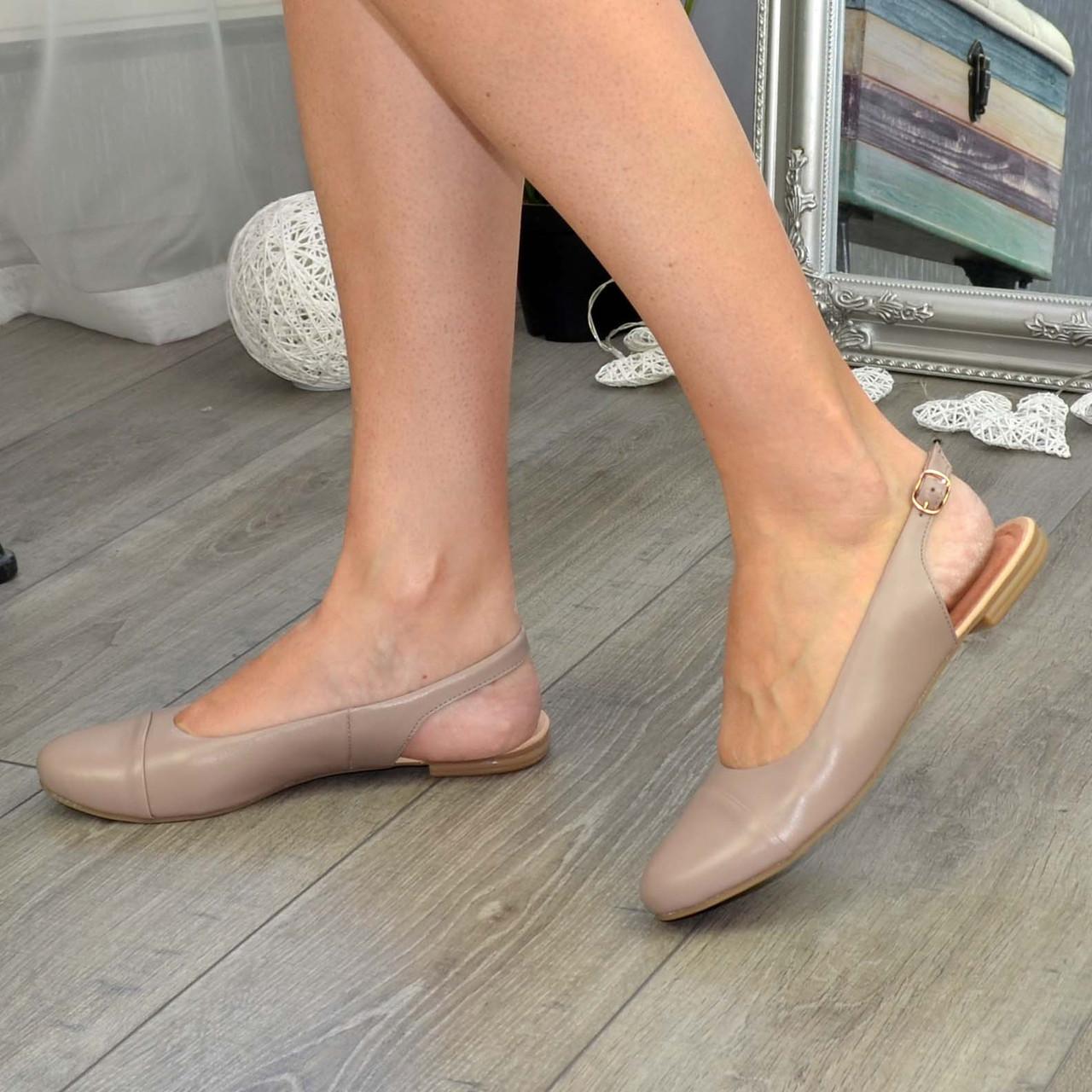 Жіночі шкіряні босоніжки із закритим носком і відкритою п'ятою від виробника