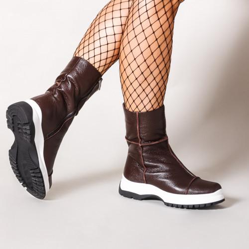 Стильные коричневые ботинки женские на утолщенной черно-белой подошве. Зима. Деми.