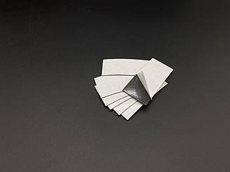 Магнітний вініл з клеєм. Розмір 30х60мм. 0.7 мм