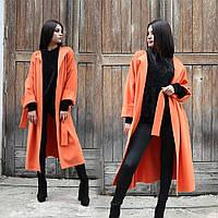 Яскраве довге кашемірове пальто