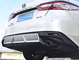 Toyota Camry XV70 2018+  диффузор заднего бампера черно белый