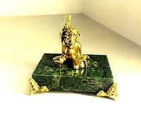 Статуэтка из бронзы Обезьяна в очках на подставке