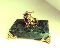 Бронзовая статуэтка Обезьянка на подставке оригинальный сувенир