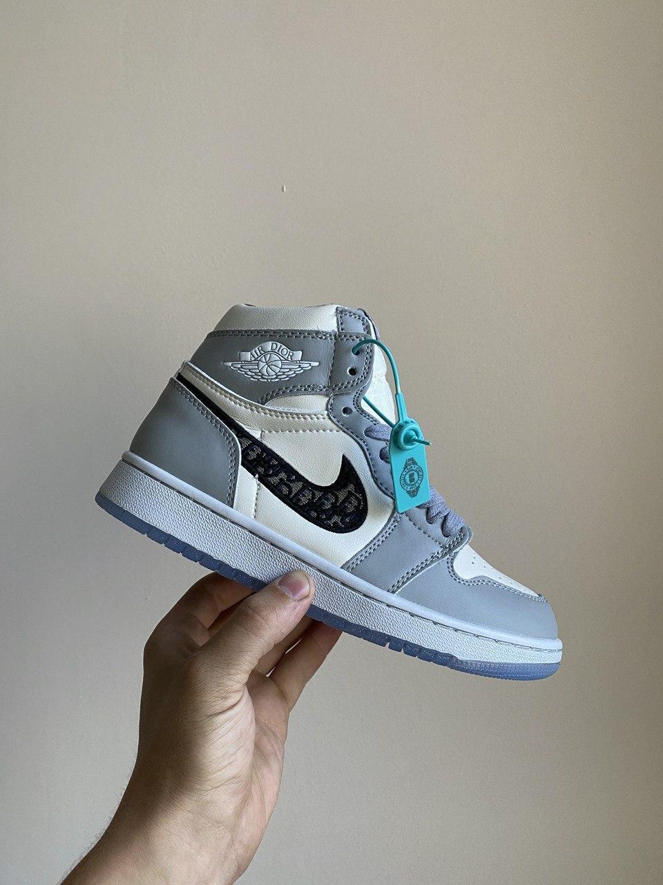 Женские кроссовки Dior X Nike Air Jordan PA257 бело-серые
