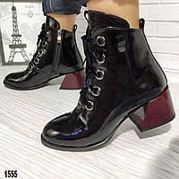 Женские модные ботинки с бордовым каблуком