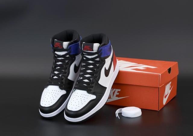 Високі баскетбольні кросівки Nike Air Jordan 1 Retro фото