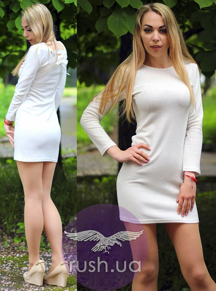 Платье трикотажное с лентами на спине
