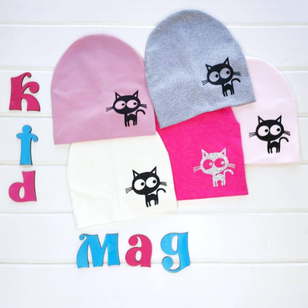 """Демисезонная шапочка для девочки """"Кис-кис"""" в размере 46-48 см"""