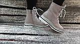 Стильні зимові жіночі черевики сіро-бежевого кольору, замшеві., фото 3