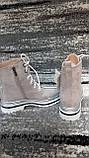 Стильні зимові жіночі черевики сіро-бежевого кольору, замшеві., фото 7
