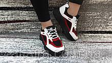 Стильные женские кроссовки в бело-красно- черном цвете из экокожи, со вставками экозамши.