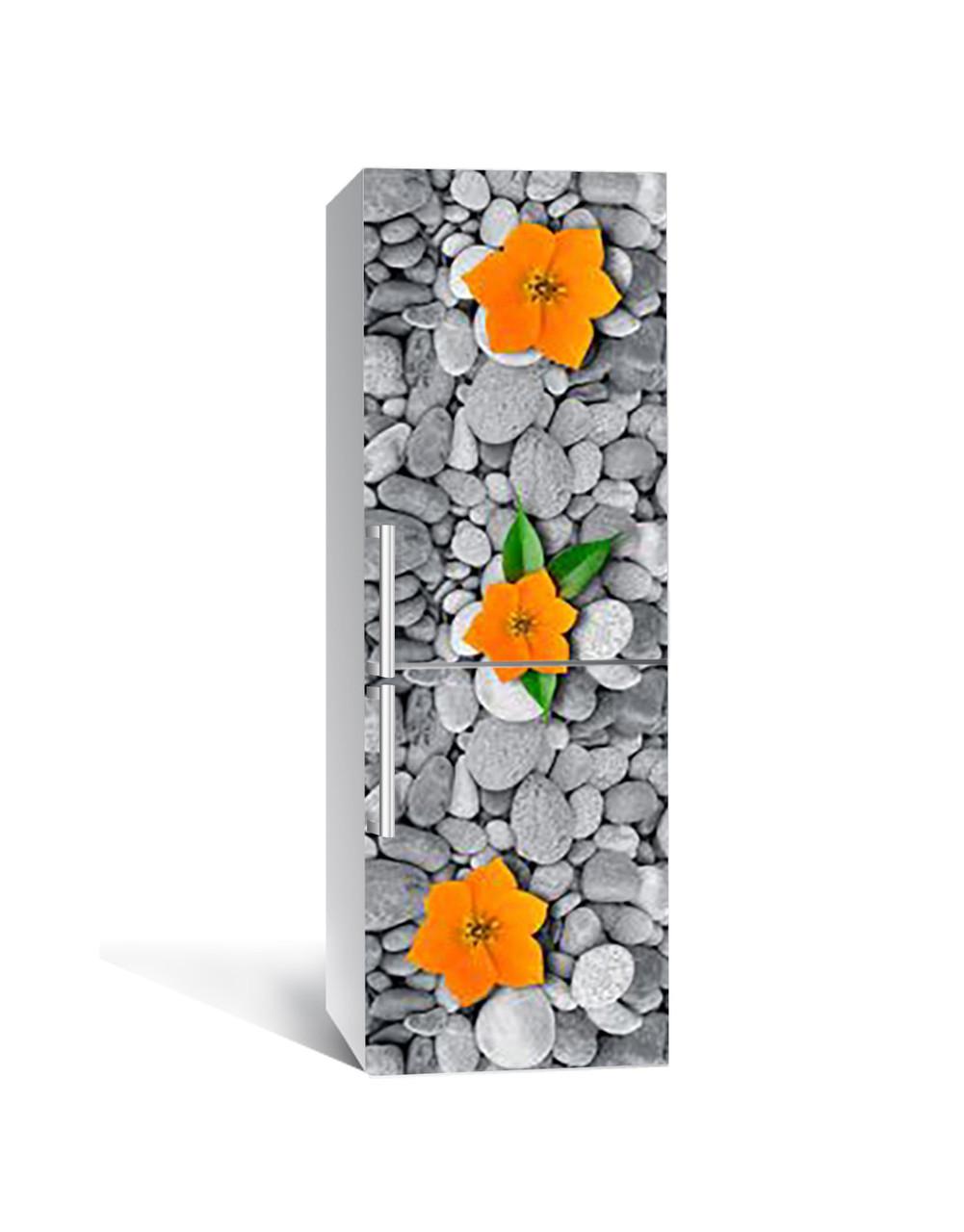 Вінілова 3Д наклейка на холодильник Помаранчеві квіти на каменях самоклеюча плівка ПВХ галька Текстура Сірий