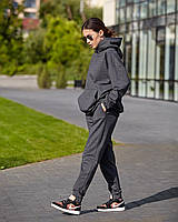 Штани джогеры - прямого крою, вільні, трохи завужені до низу, з бічними кишенями