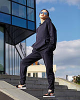 Штани джогеры - прямого крою, вільні, трохи завужені до низу, з бічними кишенями т. синій