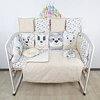 Комплект бортиков и постельного в кроватку с игрушками и облаком в молочно-бежевых тонах