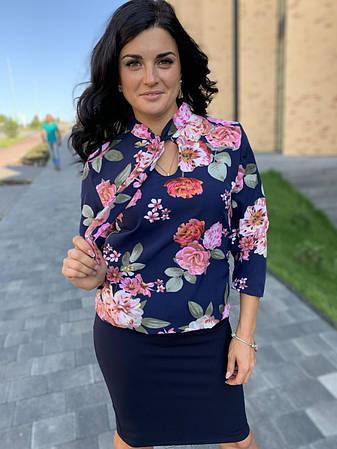 Костюм классический с юбкой синего цвета и принтованой блузой, фото 2