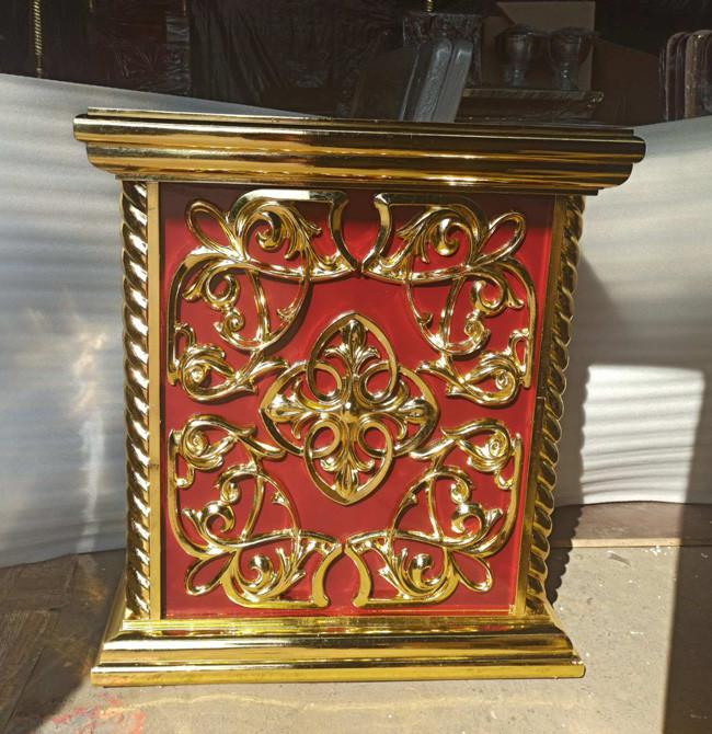 Церковна підставка під виносну ікону з різьбленням і позолотою