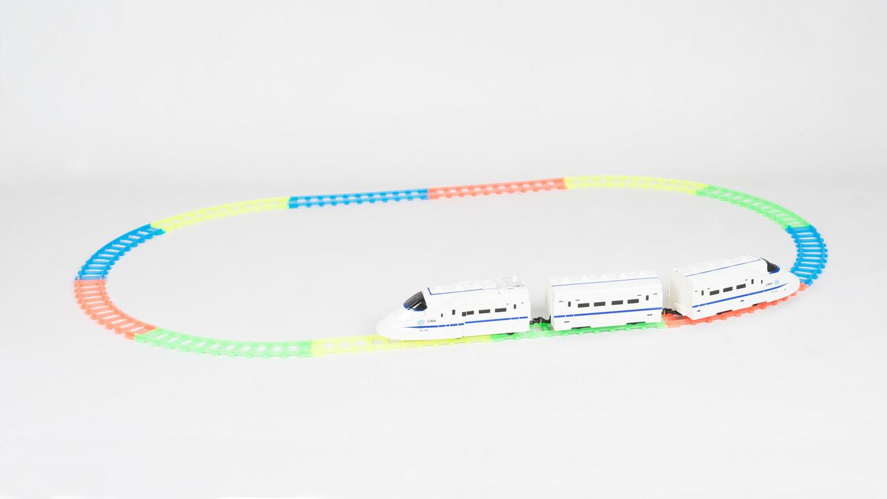 Поезд робот трансформер с флуоресцентным (светящимся) треком 168G-40AA
