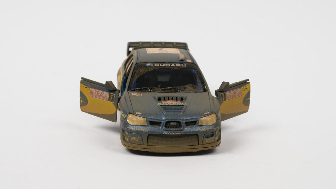 Машинка KINSMART SUBARU IMPREZA металлический. Двигается по инерции
