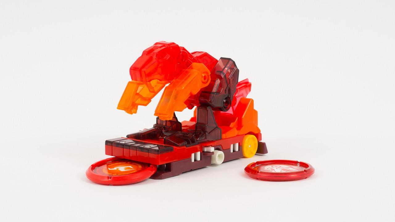 Скричер - динозавр который трансформируется в трейлер. Красного цвета
