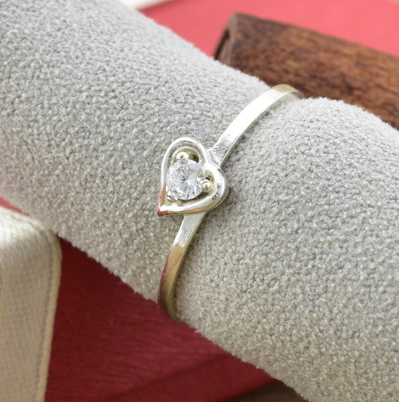 Серебряное кольцо Ассоль размер 18 белые фианиты  вес 1.05 г
