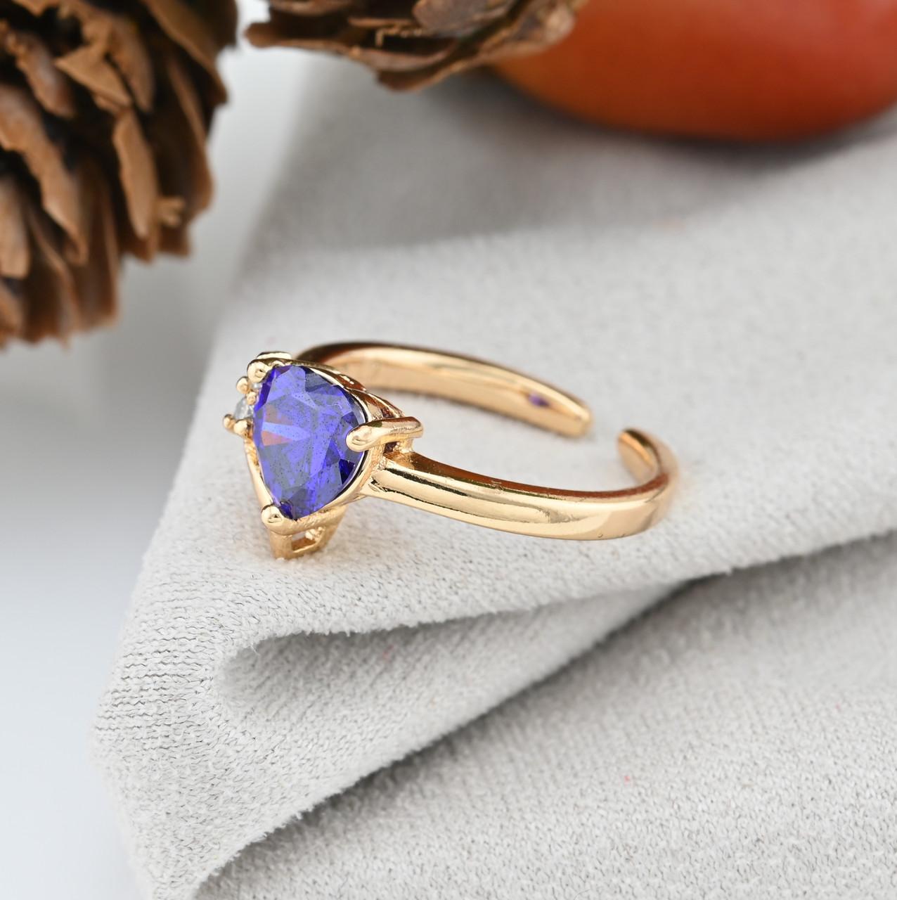 Кольцо Xuping детское 15152 регулируемое ширина 8 мм вес 1.5 г белые и фиолетовый фианиты позолота 18К