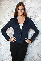 Красивый классический женский пиджак на пуговицах