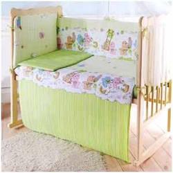 Защитный бортик в детскую кроватку