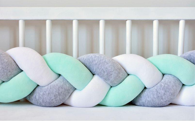 Бортик в кроватку Хатка Косичка Белый-Серый-Мятный