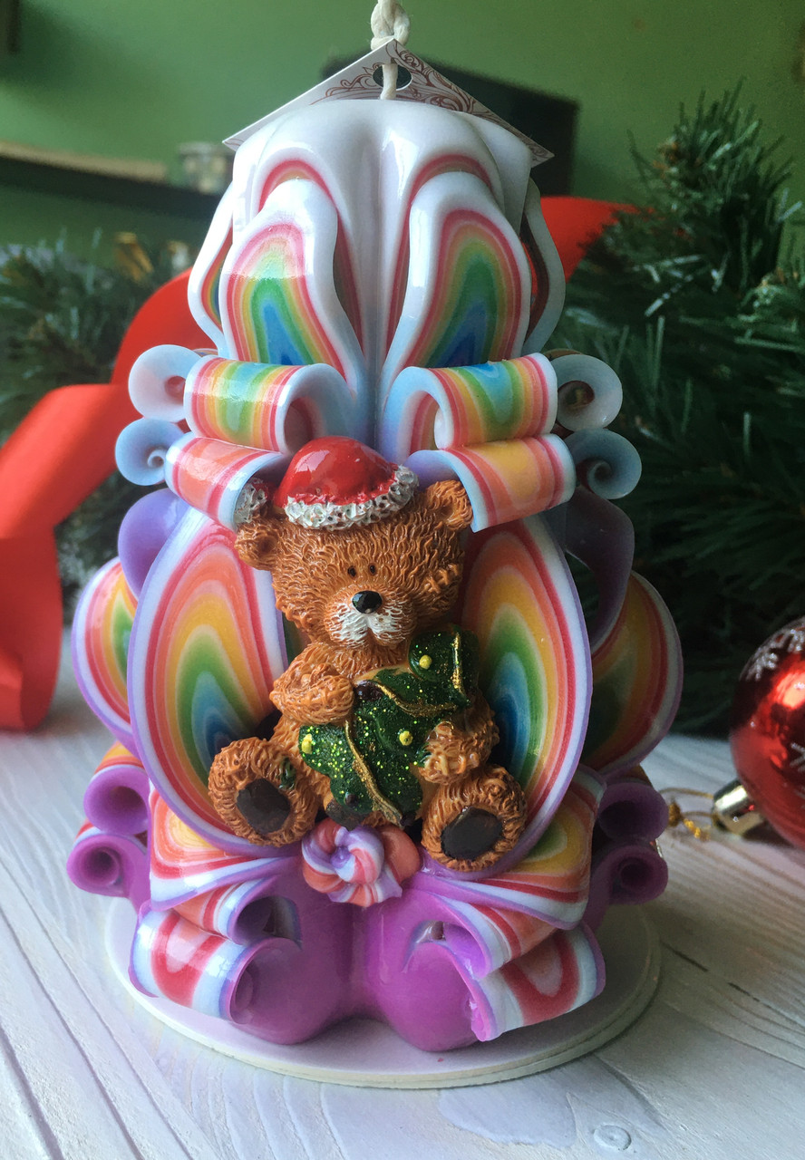 Новогодняя свеча ручной работы резная, с мишкой. Отличный подарок к праздникам.