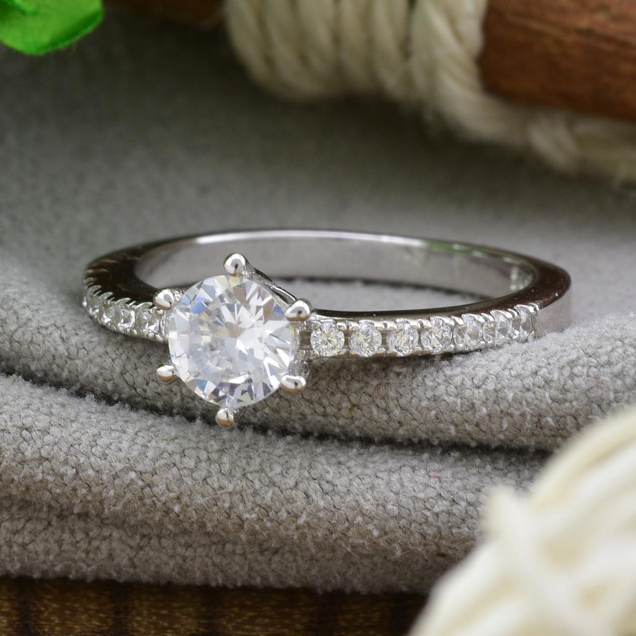 Серебряное кольцо ТС510208б вставка белые фианиты вес 2.12 г размер 17