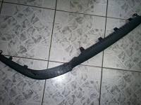 Накладка (спойлер, губа, молдинг, декоративная окантовка) переднего бампера нижняя правая половинка (чёрная резино-пластиковая) GM 6400596 13204670
