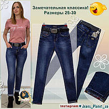 Джинси жіночі модельні завужені синього кольору з ременем