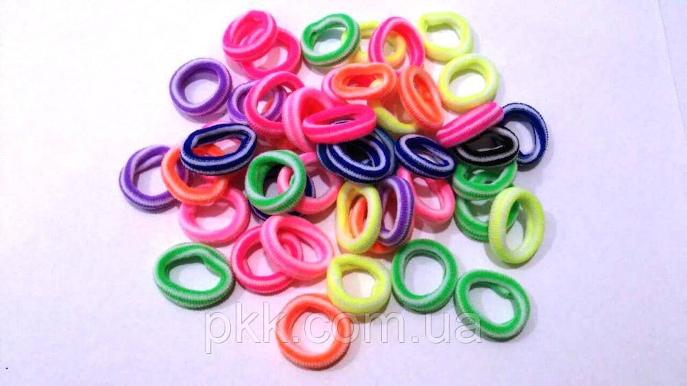 Резинка для волос маленькая цветная в полоску в упаковке 100 штук R-25-10С