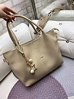 Вместительная светлая бежевая женская сумка на плечо шоппер экокожа