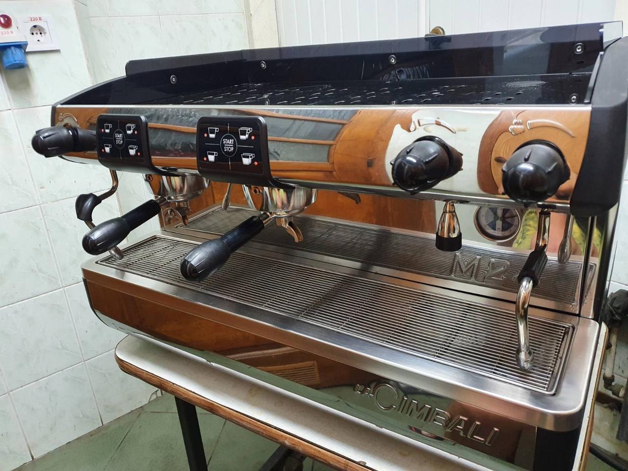 Кофемашина  La Cimbali  M24 (Италия)  Б/у в прекрасном рабочем состоянии
