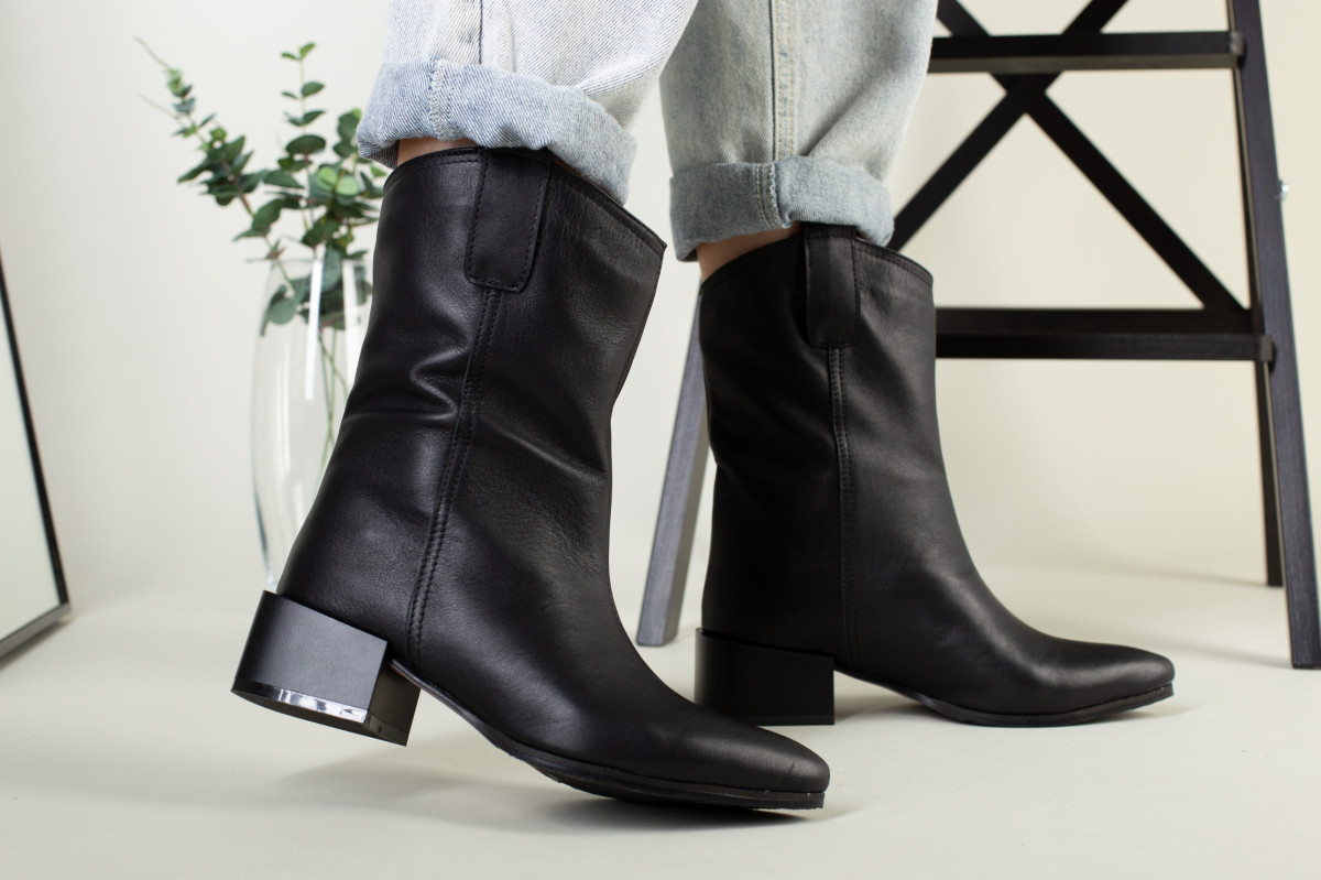 Полусапожки женские кожаные черные на небольшом каблуке без замка