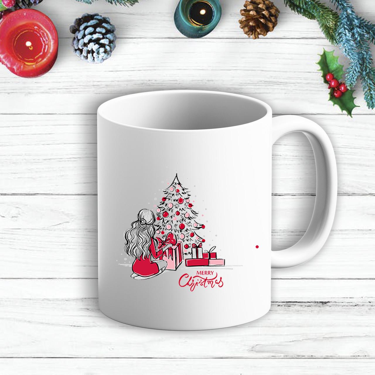 """Белая кружка (чашка) с новогодним принтом Девушка у елки с подарками """"Merry Cristmas"""""""