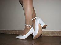 Белые свадебные женские туфли с ремешком на устойчивом каблуке размер 36